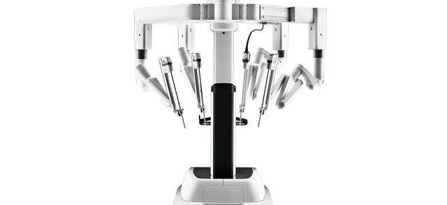 da Vinci Xi patient cart front view [copyright 2021 Intuitive Surgical, ....jpg